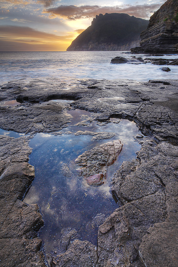 SUNRISE, FOSSIL CLIFFS, MARIA ISLAND