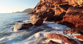 SUNRISE, FLOWSTONE WALLS, FREYCINET